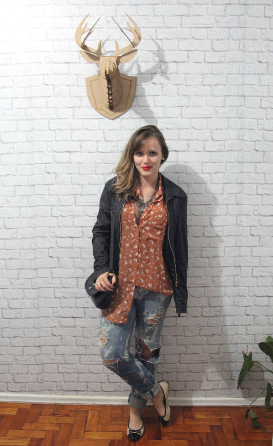 Look destroyed jeans e sapatilha 1
