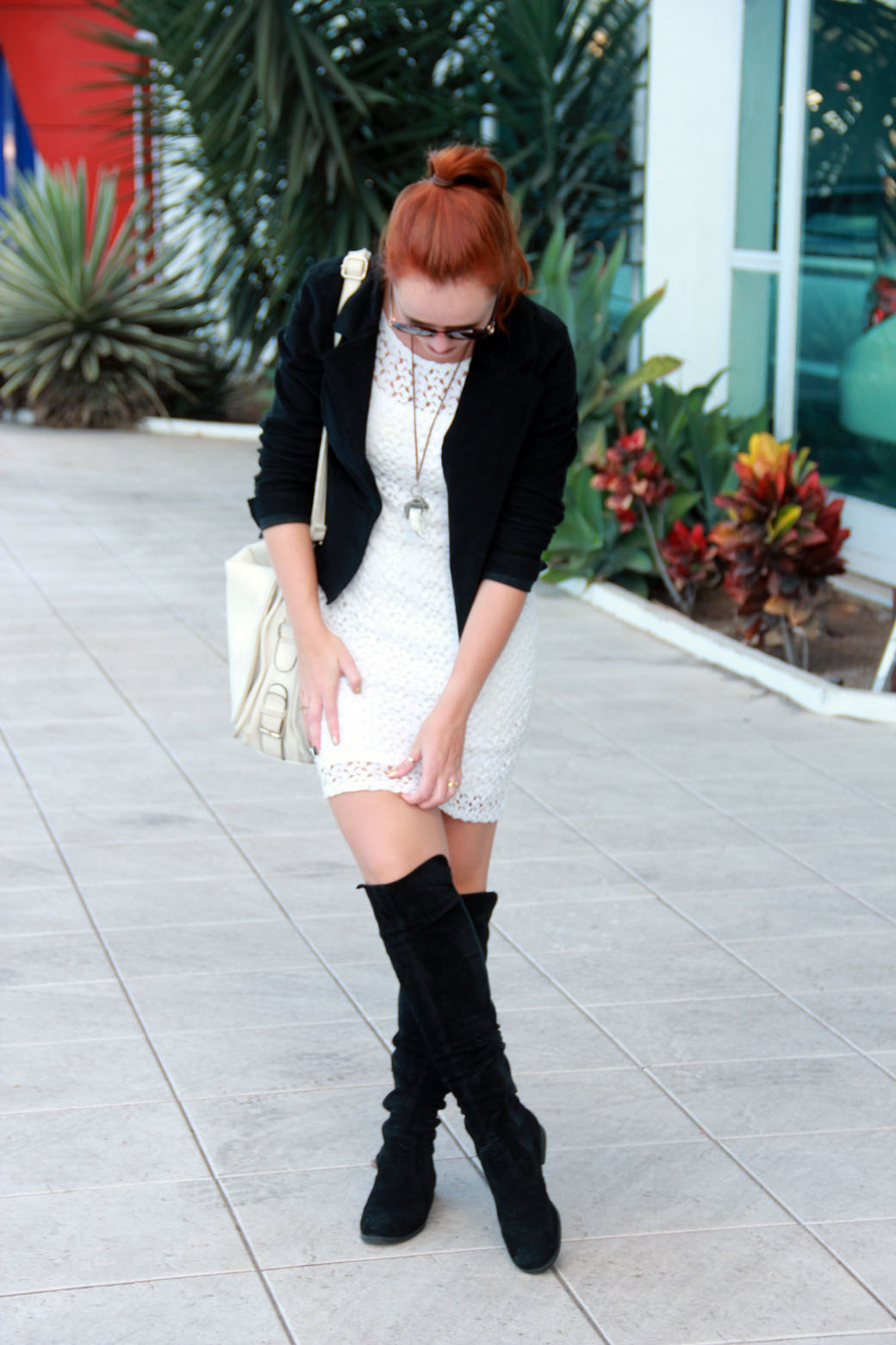 Look vestido branco e bota over the knee 5