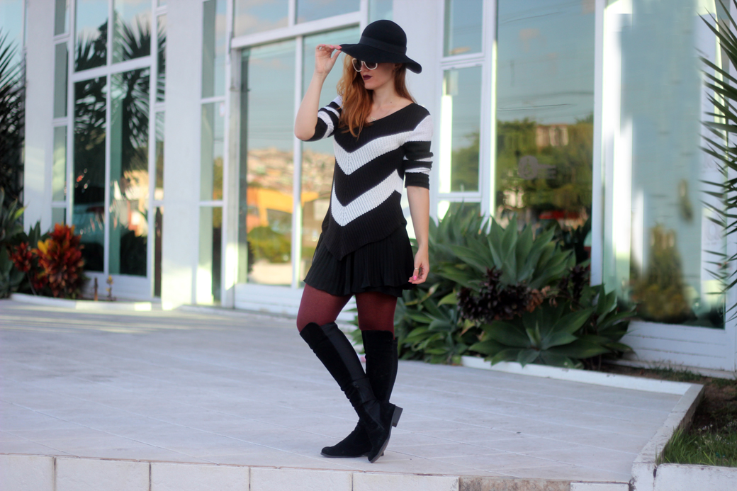 Look preto e branco com over the knee e chapeu 6