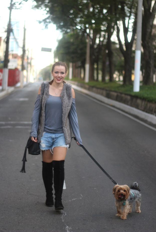Look cinza jeans e bota over the knee 2