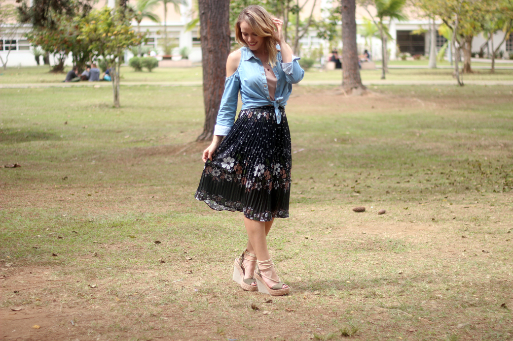 Look floral jeans e espadrille anabela arezzo 2